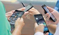 La brecha digital en el país es del 71% en el 2018, aunque la mayoría de los usuarios se conecta al internet por medio de la telefonía móvil celular, según reveló encuesta de Fondetel. (Foto Prensa Libre: Hemeroteca)