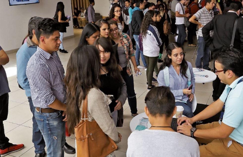 Uno de los sectores en los cuales se puede aprovechar el trabajo de tiempo parcial es en el de atención telefónica. (Foto Prensa Libre: Hemeroteca)