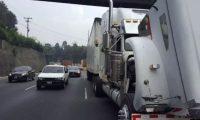 El tránsito vehicular se puede retrasar hasta 45 minutos si un automor tiene avería o se quedó sin combustible. (Foto Prensa Libre: Hemeroteca PL)