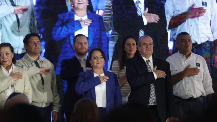 Pablo Duarte, frente al comité ejecutivo del Partido Unionista, donde lo proclamaron como candidato presidencial. (Foto Prensa Libre: Esbin García)