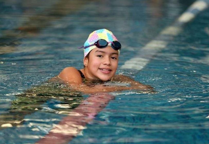 Valeria Madrid busca abrirse camino en la natación. (Foto  Prensa Libre: Jeniffer Gómez).
