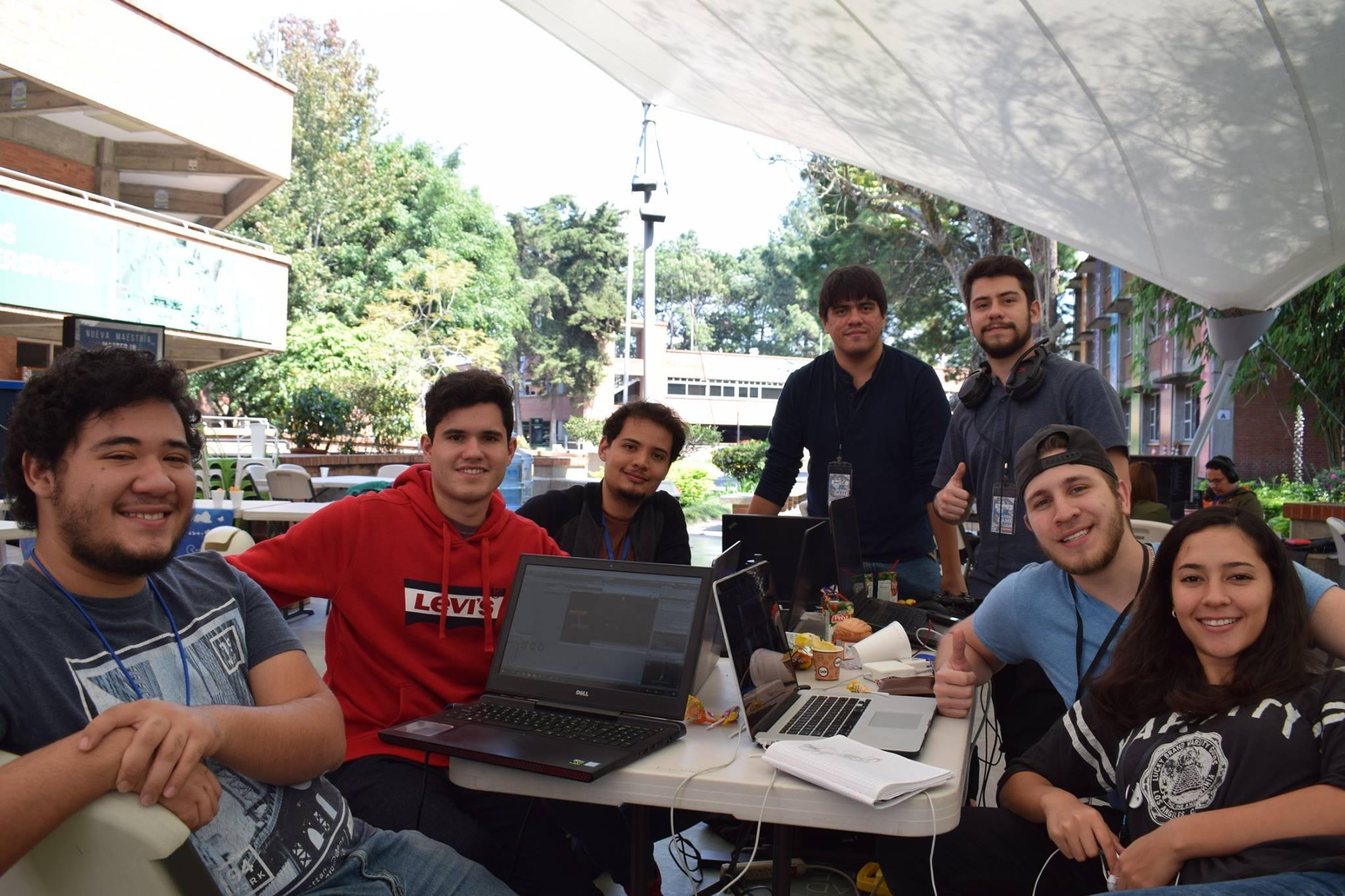 Jóvenes participantes del evento mundial Global Game Jam 2019.  (Foto Prensa Libre: UVG)