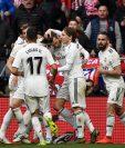 Los jugadores del Real Madrid celebran el gol anotado por Gareth Bale. (Foto Prensa Libre: AFP)