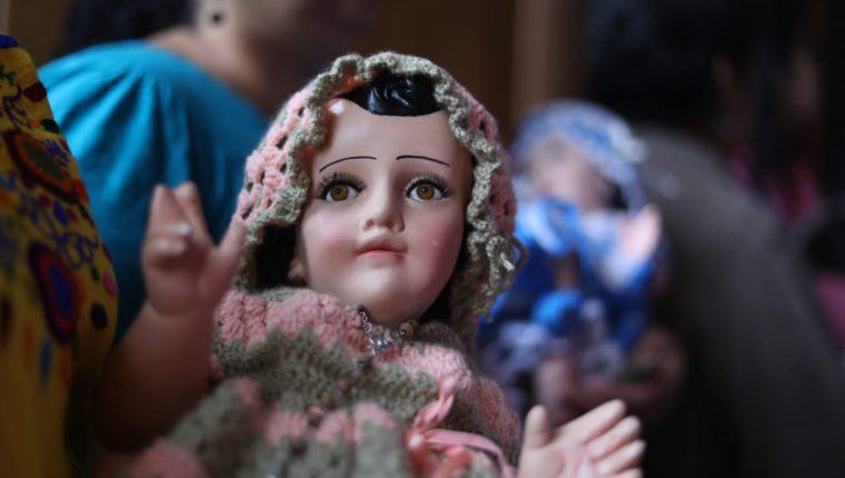 Bendición de los niños en la iglesia de Candelaria, zona 1 de Guatemala.