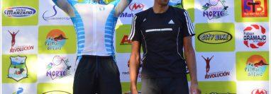 El pedalista nacional subió al podio con el suéter de la selección nacional de Guatemala. (Foto Prensa Libre: Cortesía)