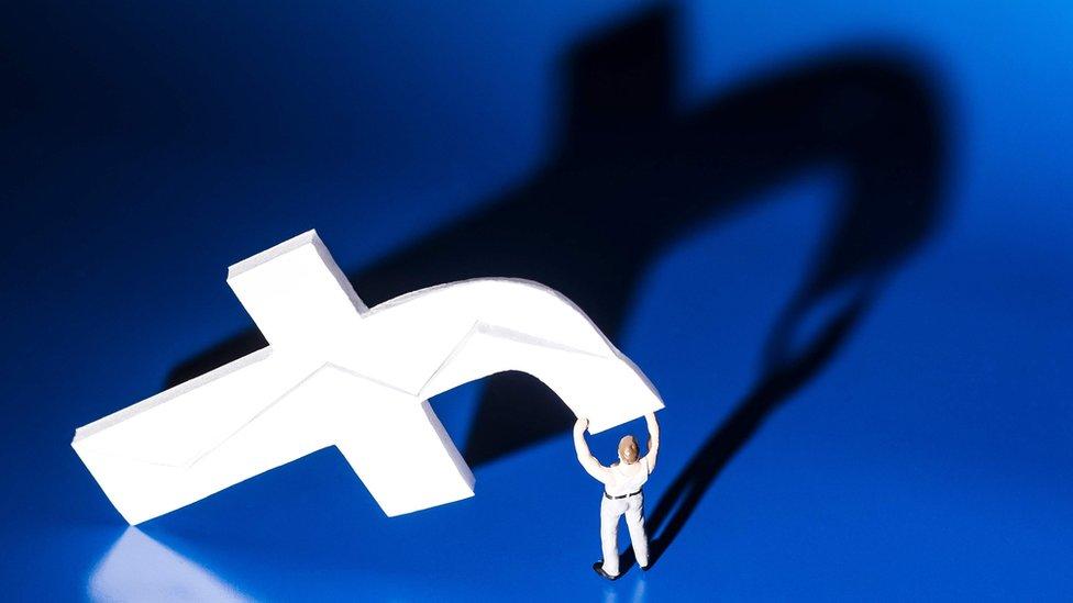 La red social más importante del mundo, Facebook, cumple 15 años de existir. (Foto Prensa Libre: AFP)