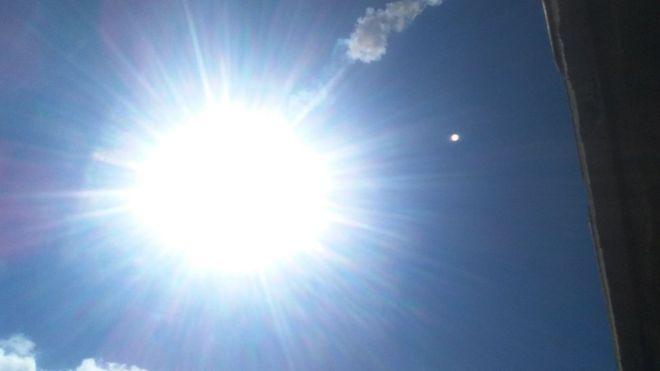 Algunos testigos dicen que el sol brilló más en el momento que cayó el meteorito. IVONNE DEULOFEU