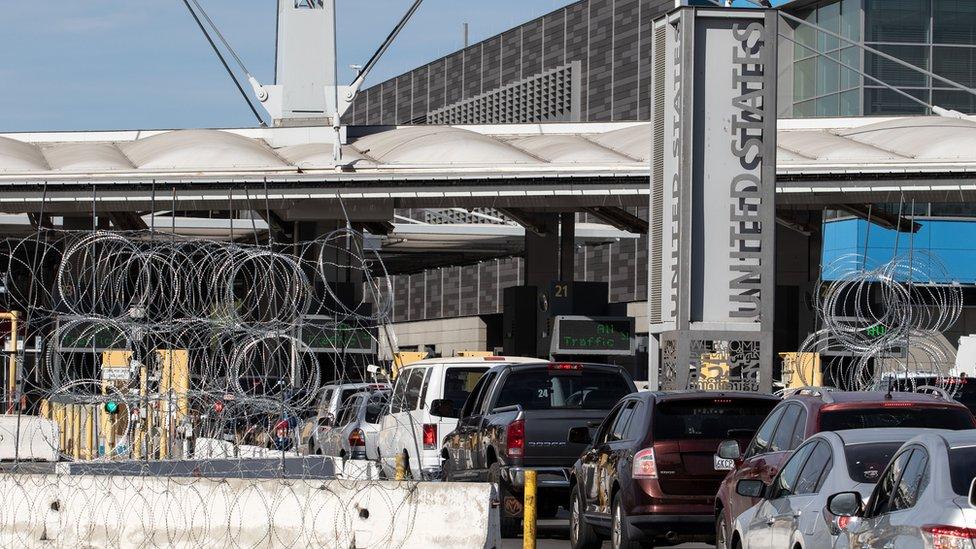 El gobierno mexicano quiere que menos de sus compatriotas se muden a EE.UU., ya sea de forma legal, a través de un cruce como este, o ilegalmente.