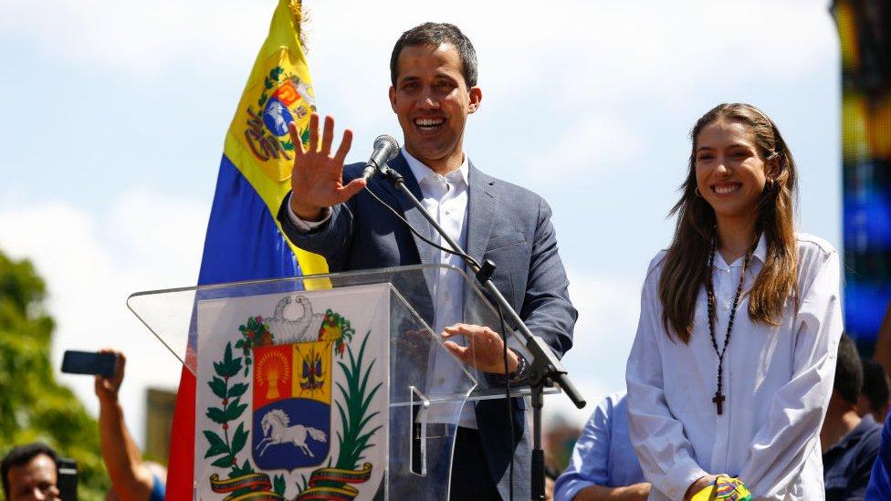 Guaidó ha prometido entregar ayuda humanitaria, pero no ha dado muchos detalles de cómo lo hará.