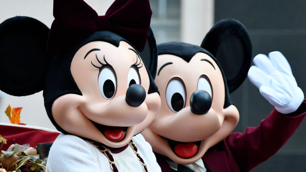 Disney está invirtiendo miles de millones de dólares en sus parques temáticos.