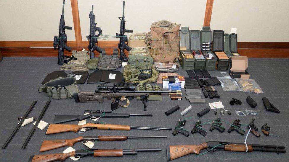 Múltiples armas y municiones fueron encontradas en la casa de Christopher Paul Hasson en Silver Spring, EE. UU. REUTERS