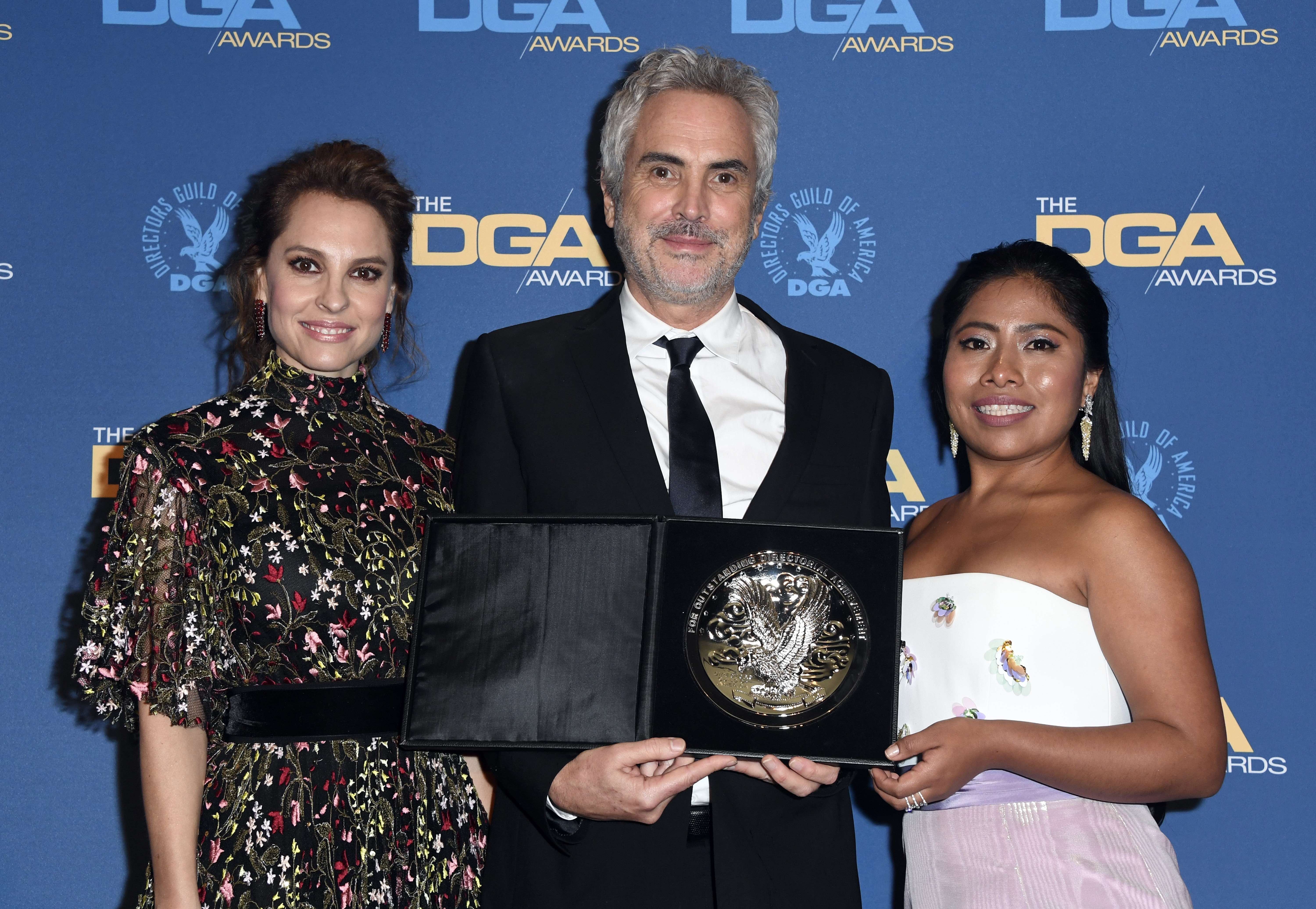 HOLLYWOOD, CALIFORNIA - FEBRUARY 02: Alfonso Cuaron (C) poses in the pressroom with the Feature Film Nomination Award for 'Roma' with Yalitza Aparicio (R) and Marina de Tavira (L) during the 71st Annual Directors Guild Of America Awards at The Ray Dolby Ballroom at Hollywood & Highland Center on February 02, 2019 in Hollywood, California.   Frazer Harrison/Getty Images/AFP == FOR NEWSPAPERS, INTERNET, TELCOS & TELEVISION USE ONLY ==