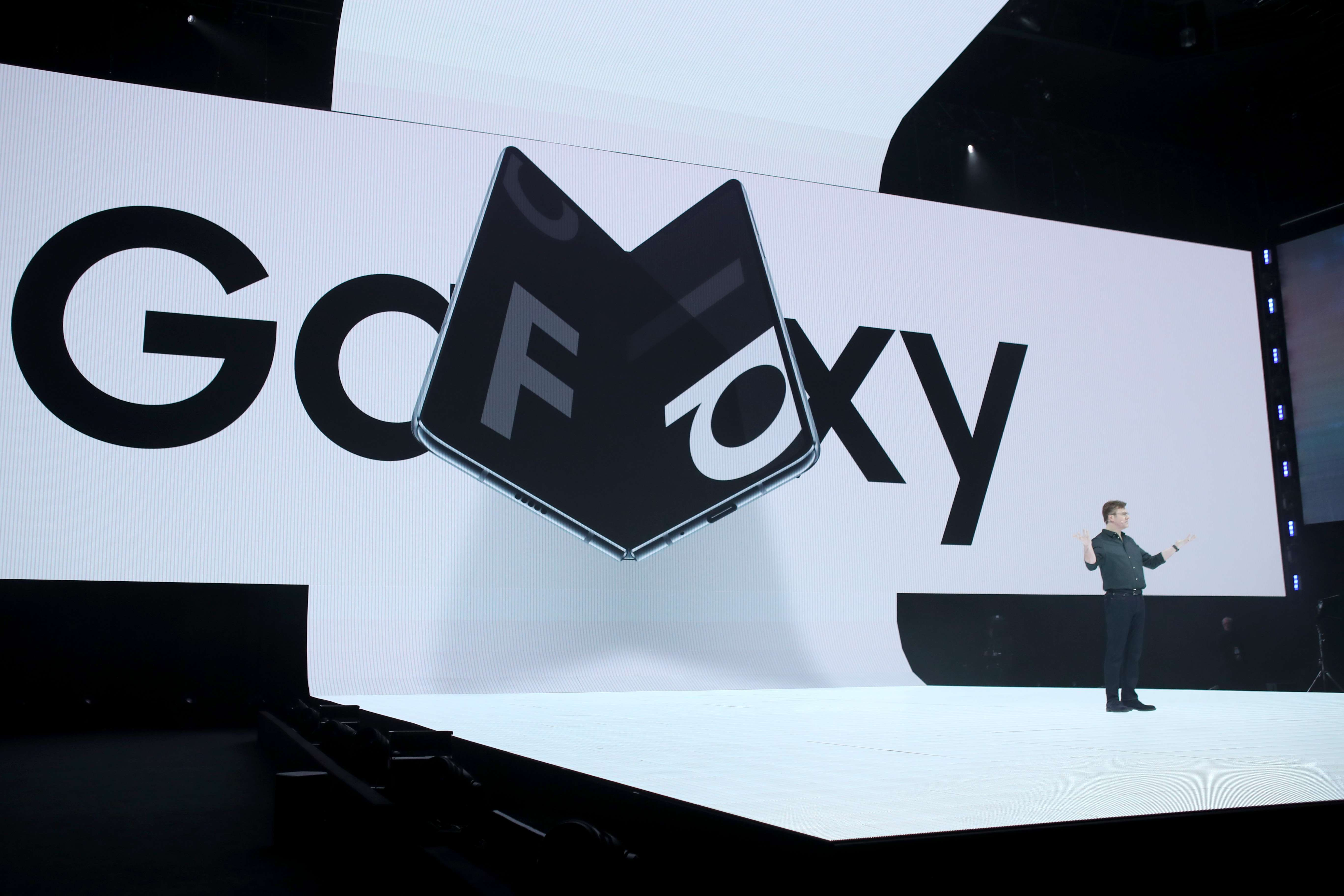 Samsung pretende una revolución móvil con el Galaxy Fold (Foto Prensa Libre: AFP).
