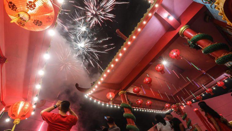Chinos de todo el mundo celebran el Año Nuevo Chino, también llamado Festival de Primavera, que este año se celebra. el 5 de febrero (Foto Prensa Libre: EFE).