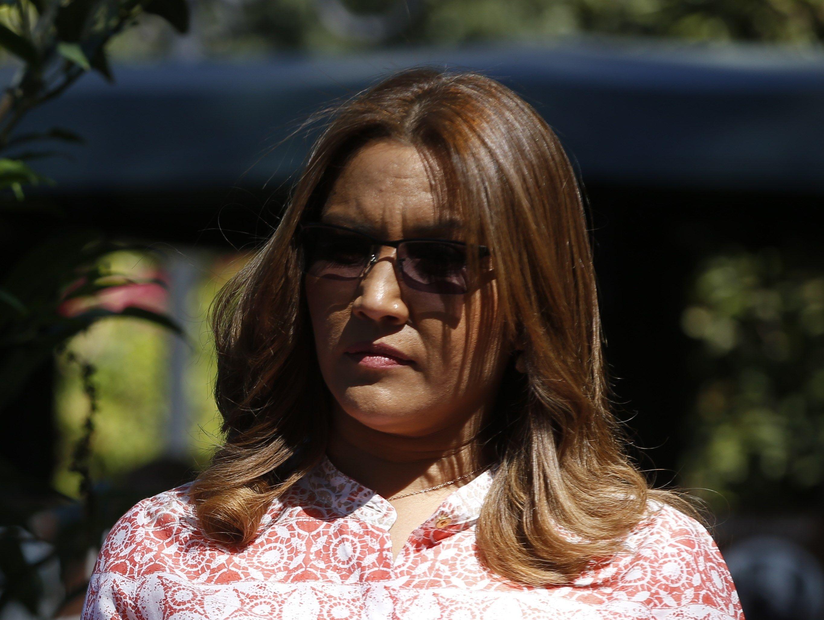 GUA311. ANTIGUA (GUATEMALA), 22/02/2019.- Fotografía del 16 de noviembre de 2018, de las primera dama de Guatemala, Patricia Marroquín, durante un acto de la XXVI Cumbre Iberoamericana, en Antigua (Guatemala). La jefa del Ministerio Público de Guatemala, Consuelo Porras, confirmó este viernes 22 de febrero de 2019, que se inició de oficio una investigación contra la primera dama, Patricia Marroquín de Morales, por la recepción anómala de cheques durante la campaña de 2015 que llevó a su marido a la Presidencia. EFE/Dafne Pérez/ARCHIVO