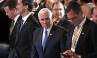 BG01. BOGOTÁ (COLOMBIA), 25/02/2019.- El mandatario interino de Venezuela, Juan Guaidó (i); el vicepresidente de Estados Unidos, Mike Pence (c), y el embajador de Alemania en Colombia, Peter Ptassek (d), participan en el inicio de una reunión como parte de la cumbre del Grupo de Lima, cuyo tema central es el estrechamiento del cerco diplomático al régimen de Nicolás Maduro, este lunes, en Bogotá (Colombia). EFE/Mauricio Dueñas Castañeda