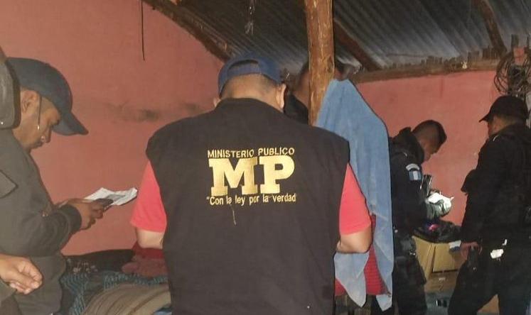 Agentes coordinados por la Fiscalía de Alta Verapaz desarrollaron los 25 cateos. (Foto Prensa Libre: MP)