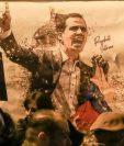 Un cartel de apoyo a Guaidó desplegado este sábado en la Puerta del Sol en Madrid. GETTY IMAGES