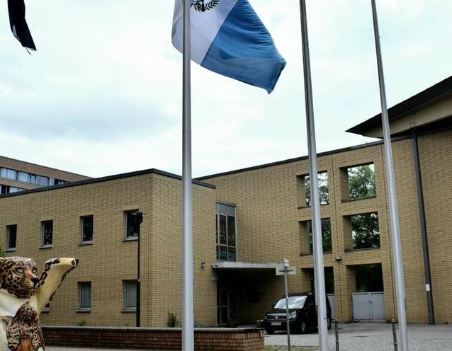 Ingreso al complejo de edificios de Berlín donde está la embajada de Guatemala.  (Foto tomada del Facebook de la misión diplomática en Berlín)