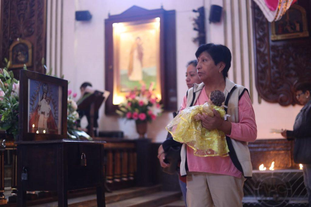 El Niño Jesús representa la unidad y el cuidado del hogar, según indican los párrocos.