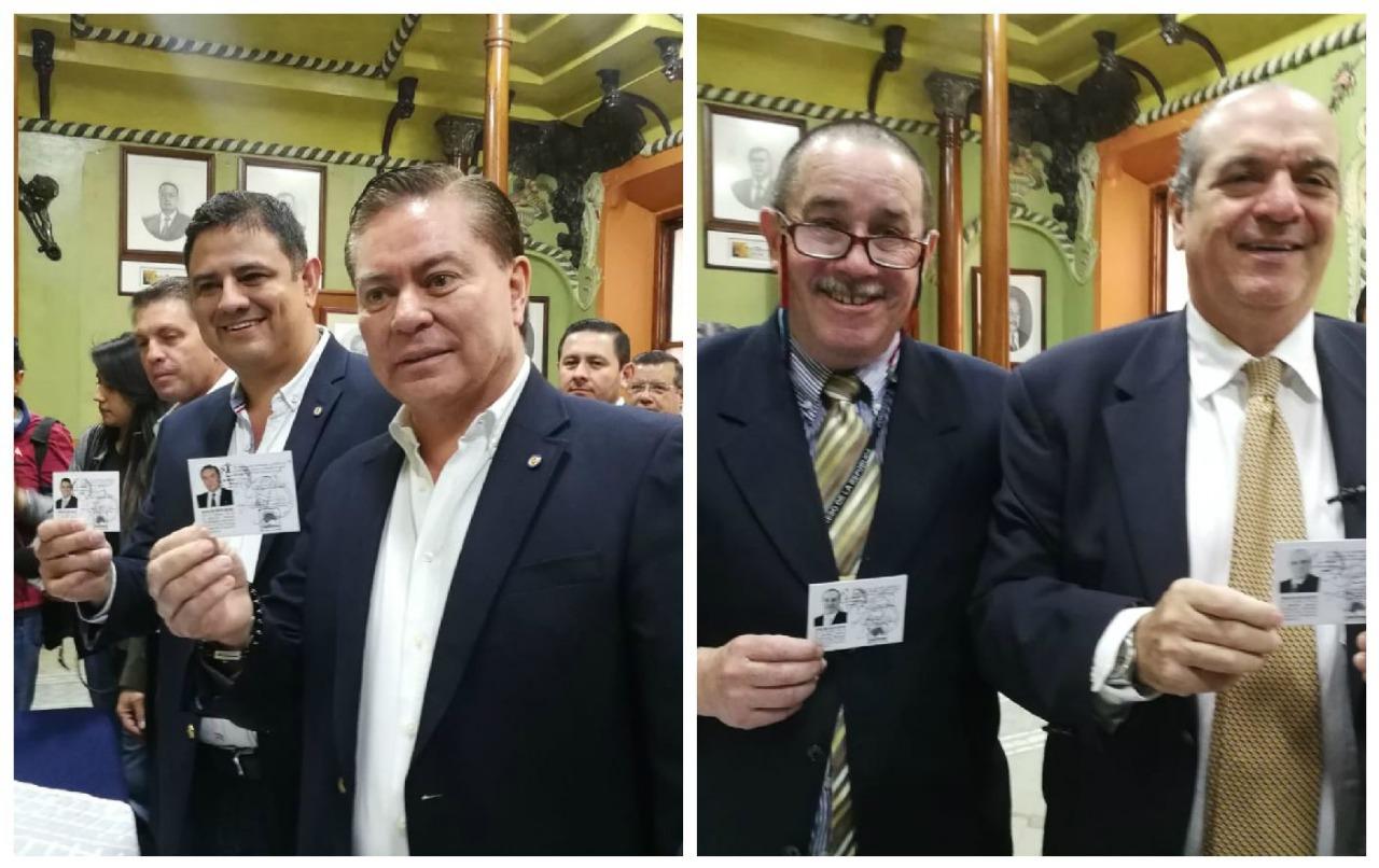 El Registro de Ciudadanos entregó las credenciales a los binomios presidenciales de UCN y Unionista. (Foto Prensa Libre: Érick Ávila)
