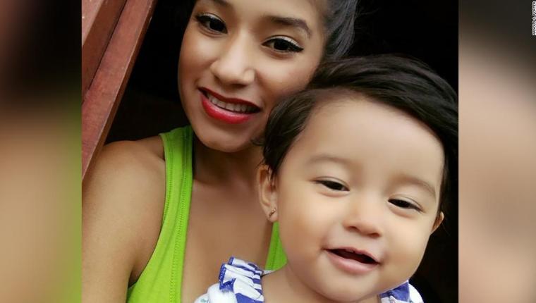 Yazmin Juárez, de 20 años, y su hija Mariee, de 18 meses. (Foto: Hemeroteca PL)