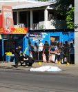 Élder Mauricio Aguilar médica, de 48 años, fue ultimado frente a uno de sus negocios en Puerto San José, Escuintla. (Foto Prensa Libre: Hillary Paredes)
