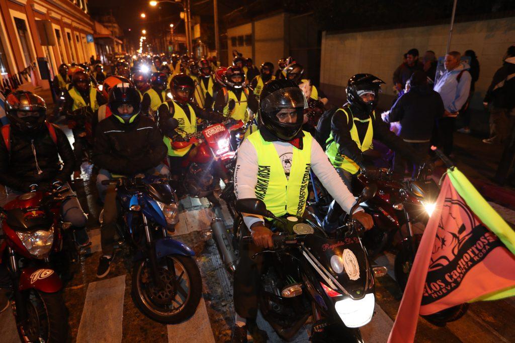 El ingreso por la 7ma. Avenida de la zona 1 a la plaza central se volvía complicado mientras ingresaban grupos de motoristas.
