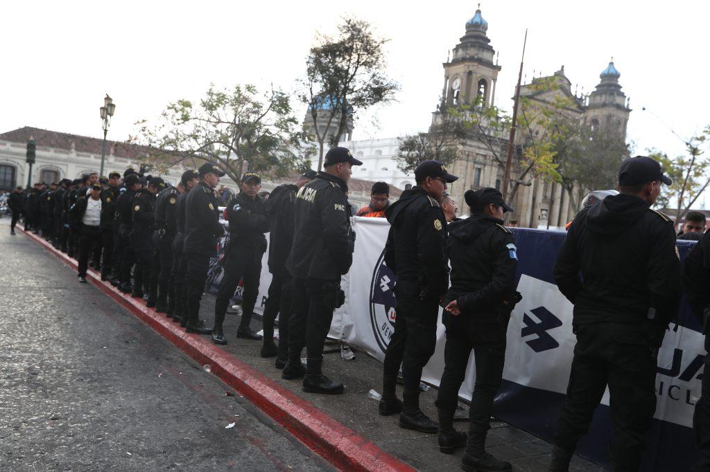 Un fuerte dispositivo de seguridad rodeó el Palacio Nacional de la Cultura