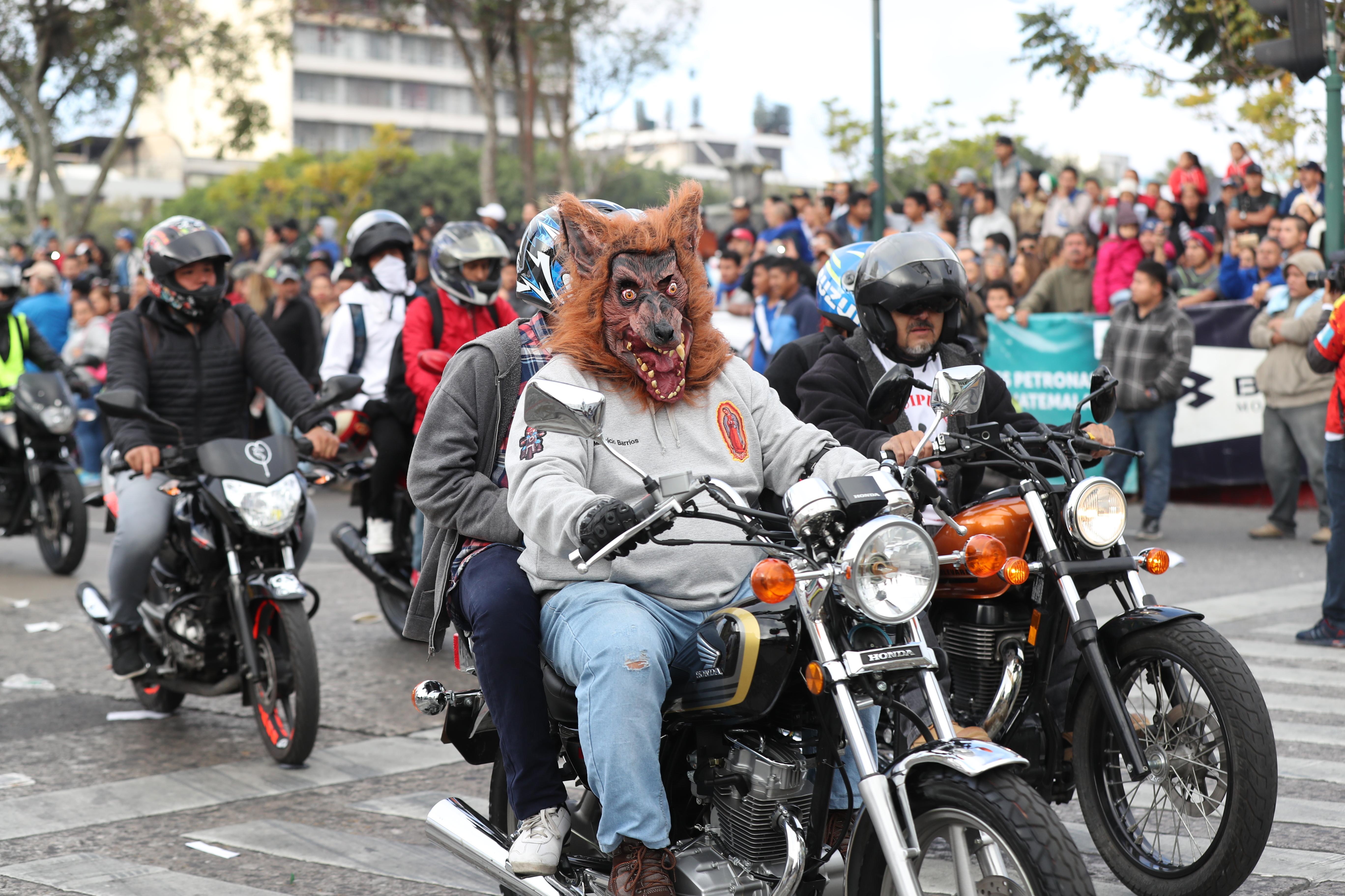 No faltaron los zorros que siempre participan en la romería.