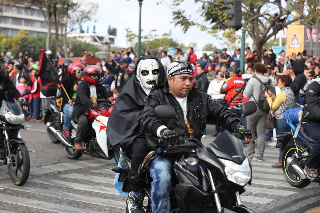 La máscara de La Monja llamó la atención de las personas.