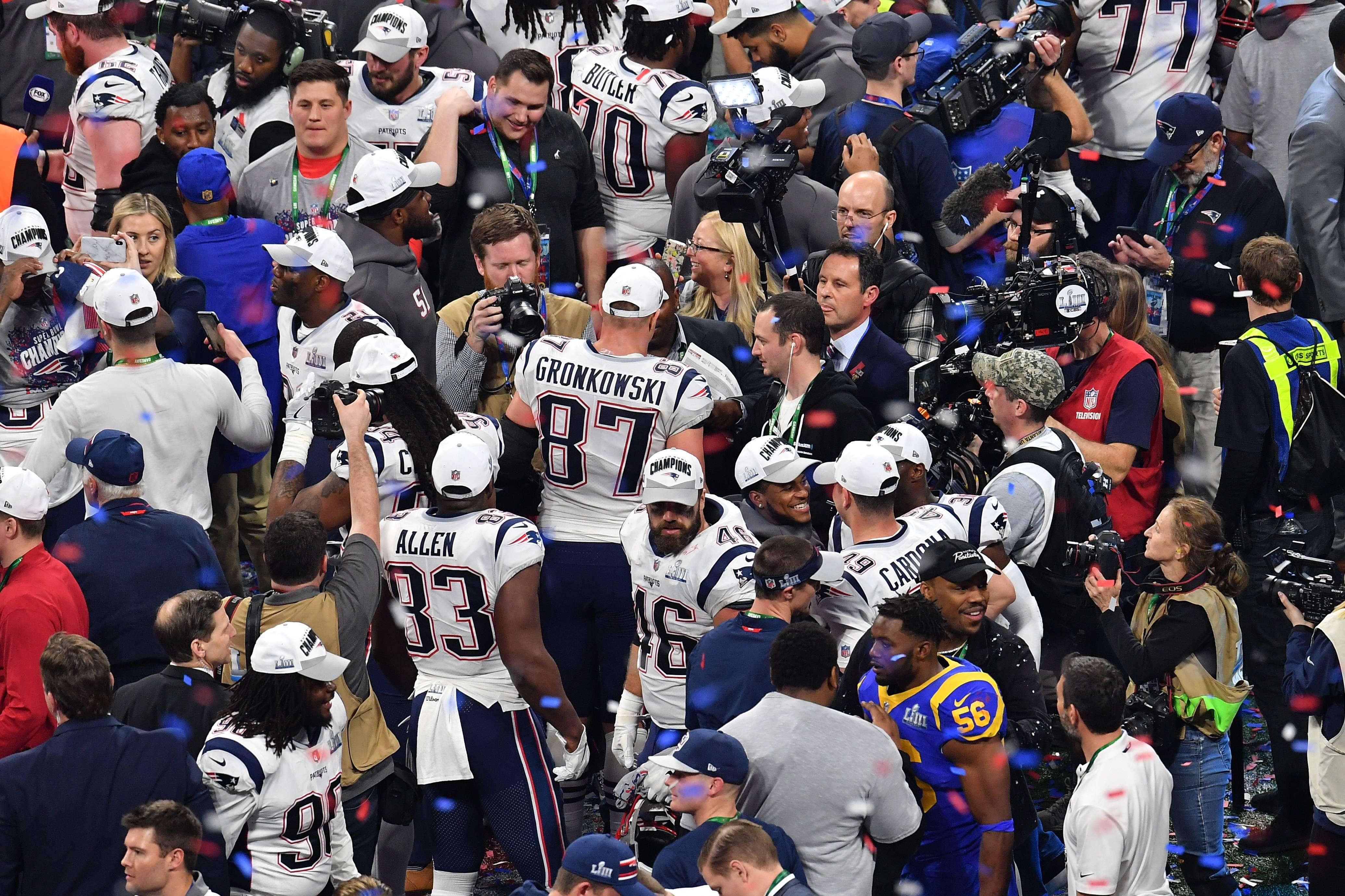 Los jugadores de los Patriots disfrutaron al máximo tras haber ganado su sexto Super Bowl. (Foto Prensa Libre: AFP)