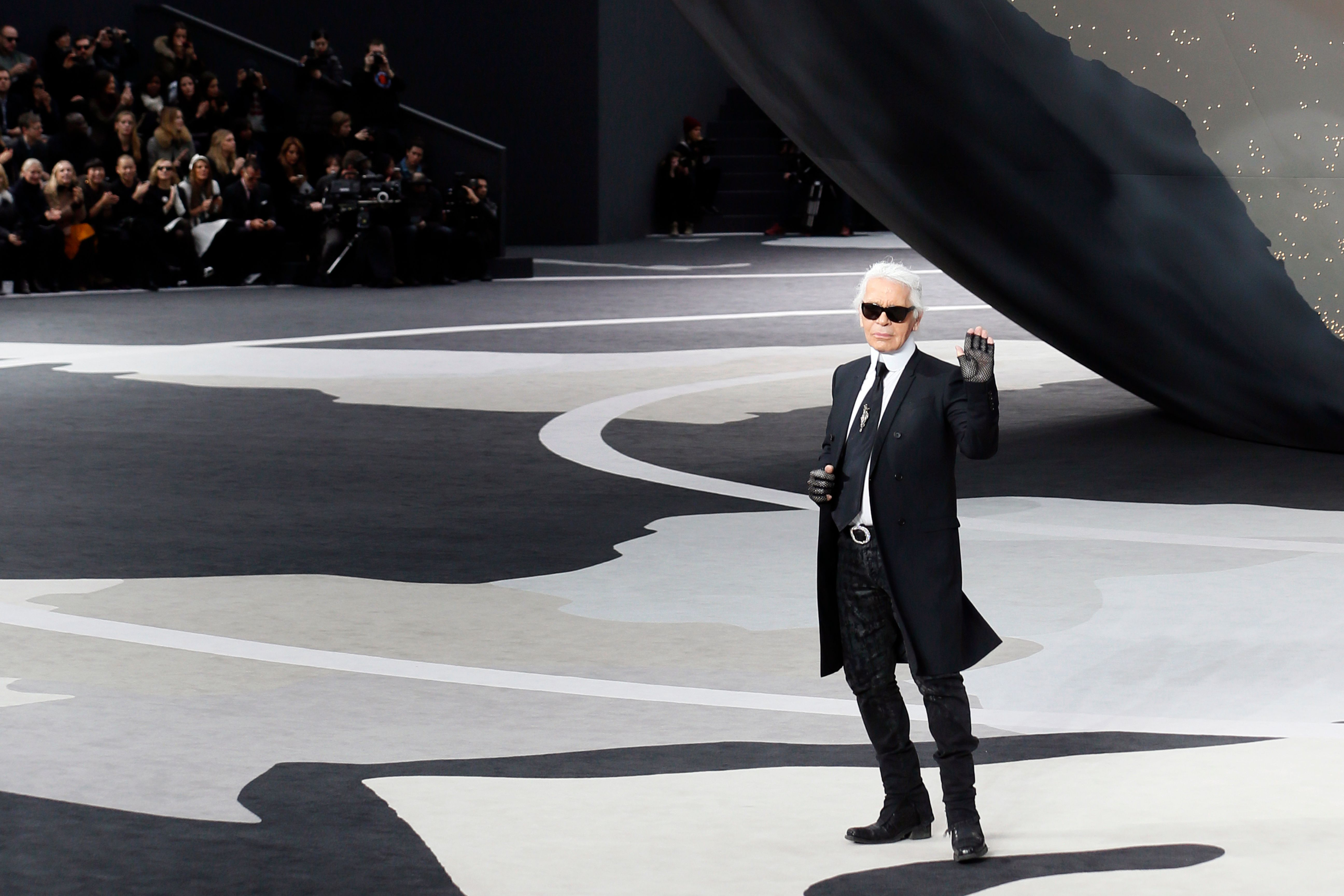 (FILES) In this file photo taken on March 5, 2013 German fashion designer Karl Lagerfeld  for Chanel acknowledges the public during the Fall/Winter 2013-2014 ready-to-wear collection show at the Grand Palais in Paris. - German fashion designer Karl Lagerfeld has died at the age of 85, it was announced on February 19, 2019. (Photo by PATRICK KOVARIK / AFP)