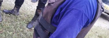 Uno de los agentes que resultó herido por la turba en Senahú, Alta Verapaz. (Foto Prensa Libre: Eduardo Sam).