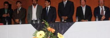 Greymar Manolo Méndez García, exalcalde de El Tejar, Chimaltenango (centro), parte de su Concejo y algunos parientes fueron ligados a proceso penal por contrataciones anómalas durante su administración. (Foto Hemeroteca PL)