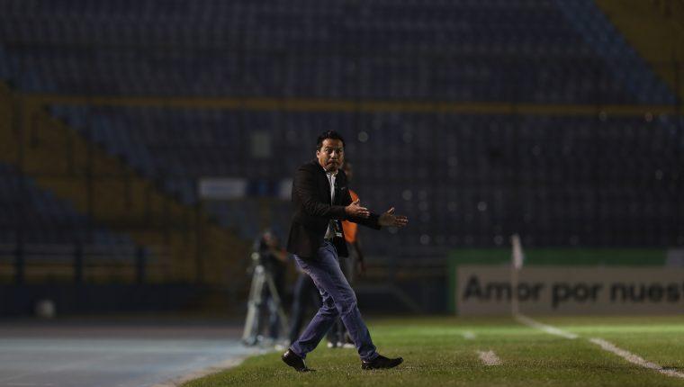 El estratega Amarini Villatoro sufrió en el juego de ida frente al Houston Dynamo. (Foto Prensa Libre: Francisco Sánchez)