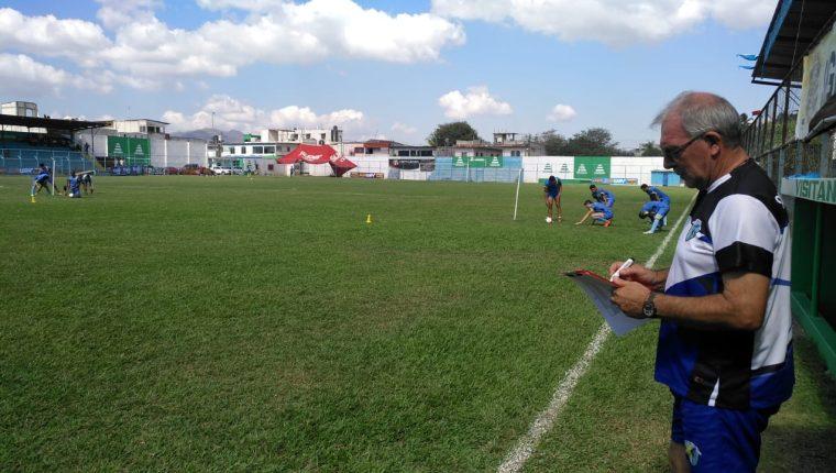 Ariel Sena comenzó su trabajo con el Deportivo Sanarate. (Foto Prensa Libre: La Red)