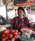 Comerciantes se esfuerzan por ofrecer variedad de vegetales a sus clientes. (Foto Prensa Libre: María Longo)
