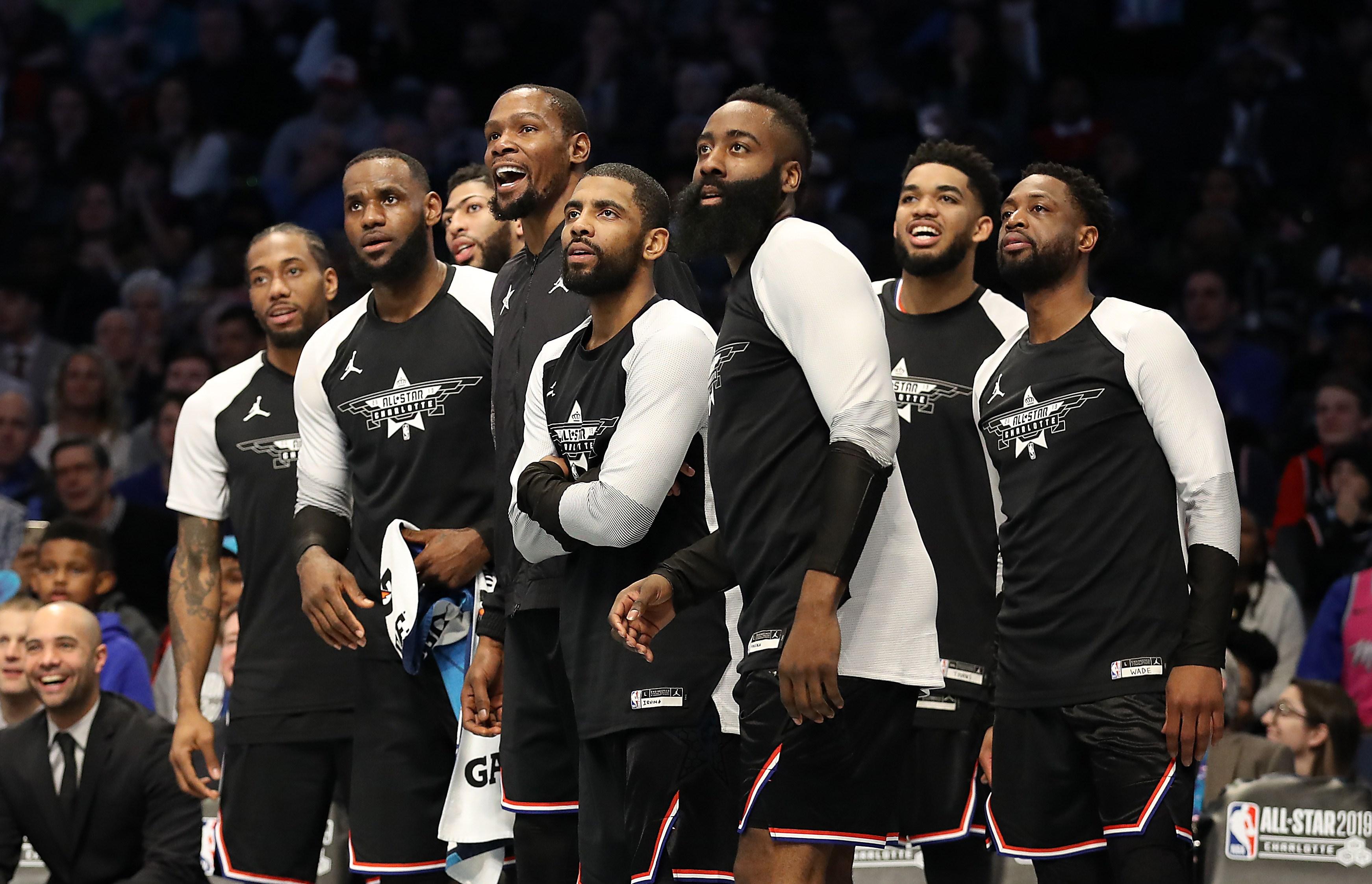 Los jugadores del Team LeBron, en el juego de las estrellas. (Foto Prensa Libre: AFP)