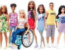 Mattel presentó un modelo de una muñeca en silla de ruedas y otro con una prótesis en la pierna. (Foto Prensa Libre: Instagram)