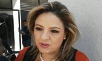 La canciller Sandra Jovel luego de emigir su voto para la Junta Directiva del CANG. (Foto Prensa Libre: La Red)