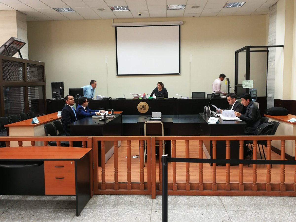 La audiencia de revisión para Stu Velásco se realizó en el Juzgado de Mayor Riesgo A. (Foto Prensa Libre: Kenneth Monzón)