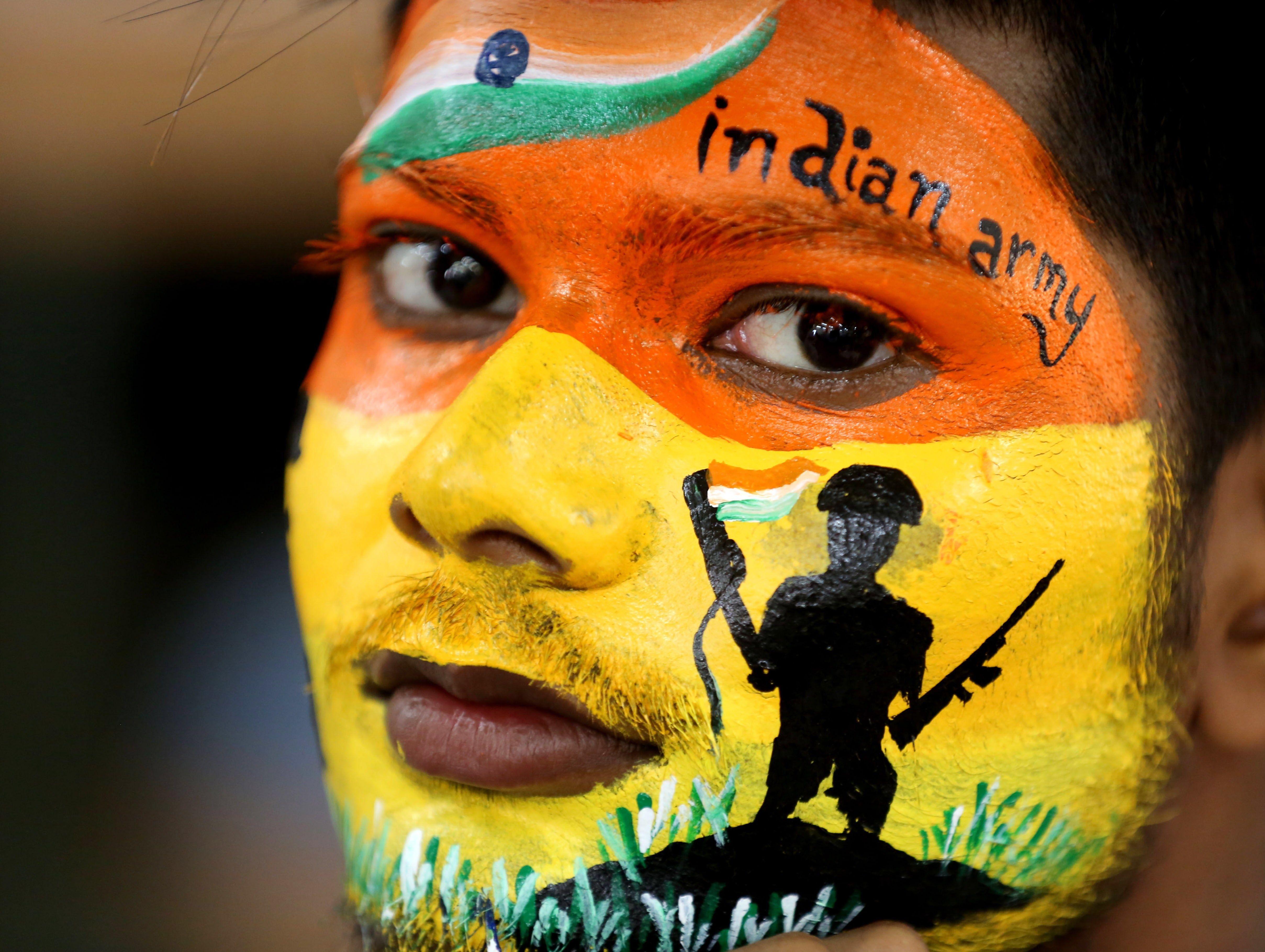 Concurso de pintura facial en Bhopal. EFE