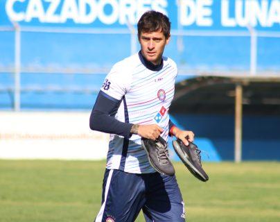 El uruguayo, Darío Ferreira,  llegó este torneo a Xelajú con la finalidad de reforzar la defensa. (Foto Prensa Libre: Raúl Juárez)