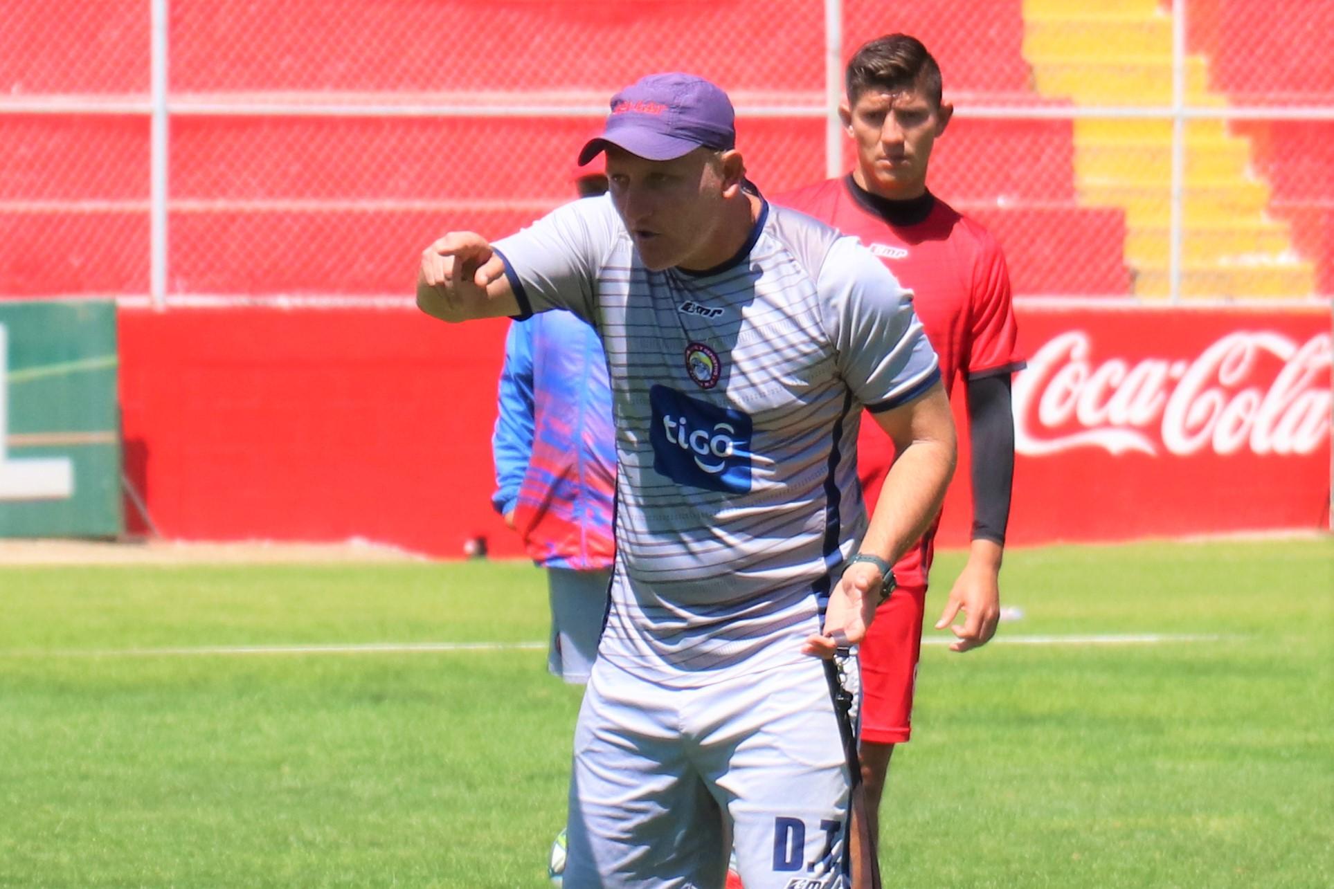 Ramiro Cepeda sigue condicionado de lograr un buen resultado podría quedar fuera de Xelajú. (Foto Prensa Libre: Raúl Juárez)