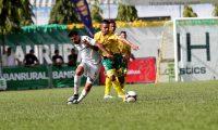 Fueron pocas las acciones de gol en el partido Guastatoya vs Comunicaciones. (Foto Prensa Libre: Francisco Sánchez)