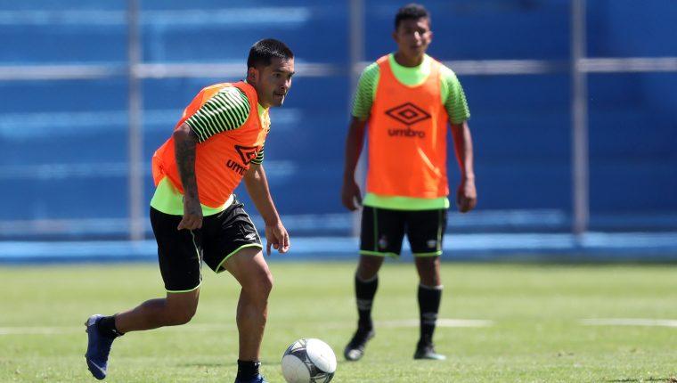 Jaime Alas realiza un entrenamiento en el estadio Manuel Felipe Carrera, como parte de la preparación para enfrentar a Deportivo Malacateco. (Foto Prensa Libre: Francisco Sánchez).