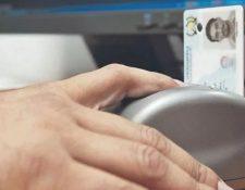 El Registro Nacional de las Personas busca adquirir 2 millones de tarjetas para la impresión de DPI. (Foto Prensa Libre: Hemeroteca)