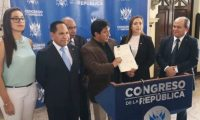 Diputados miembros de la Comisión de Probidad del Congreso presentaron este lunes una iniciativa de ley. (Foto Prensa Libre: Cortesía)