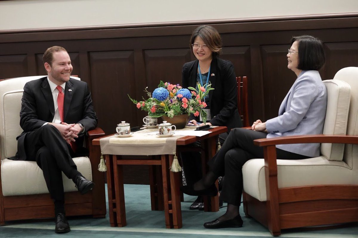 Álvaro Arzú Escobar, en  visita a la presidenta de Taiwán, Tsai Ing-wen, en septiembre de 2018. (Foto Prensa Libre: Hemeroteca PL)